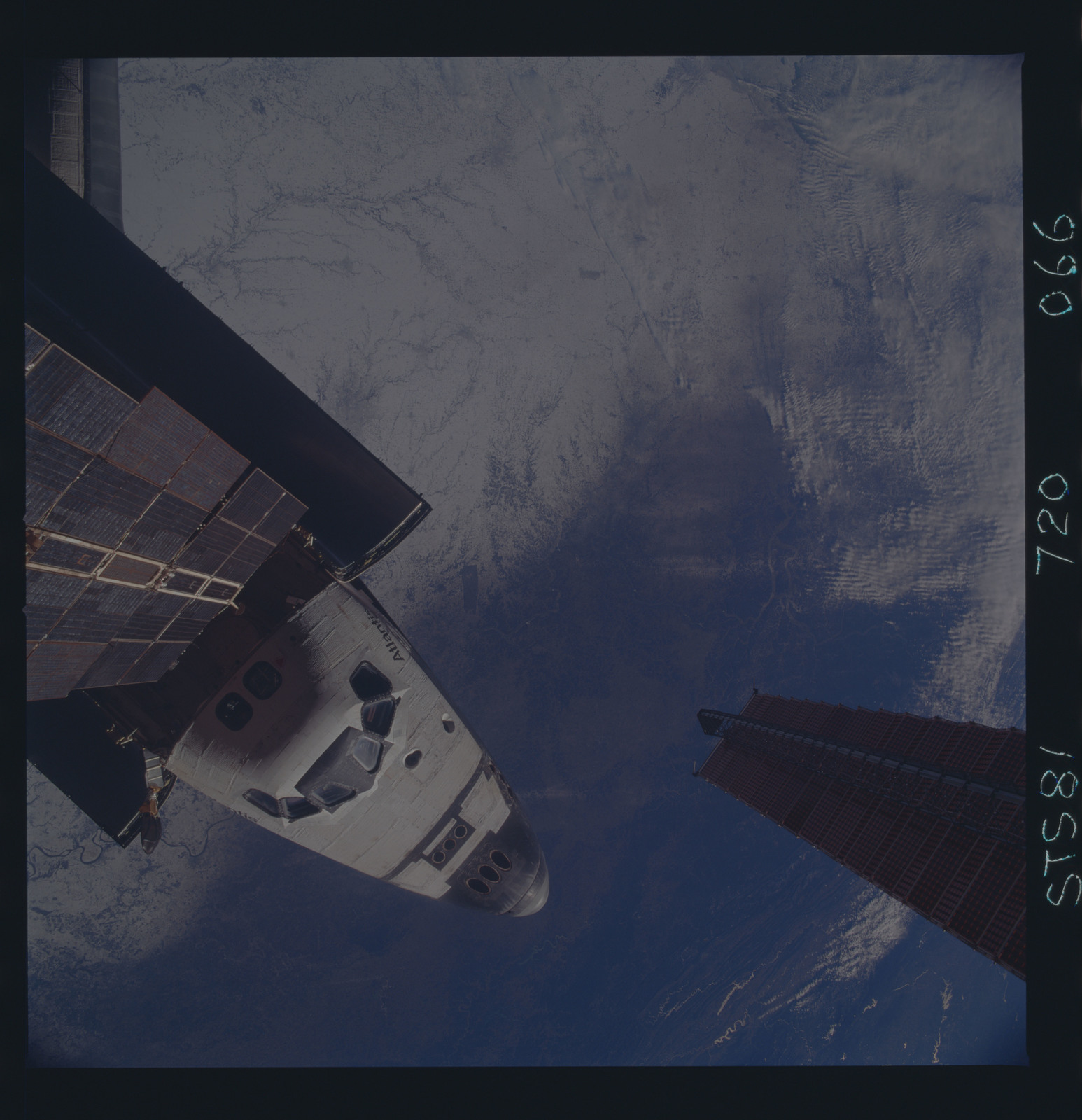 STS081-720-066 - STS-081 - View of the nose of the orbiter taken from the Mir space station
