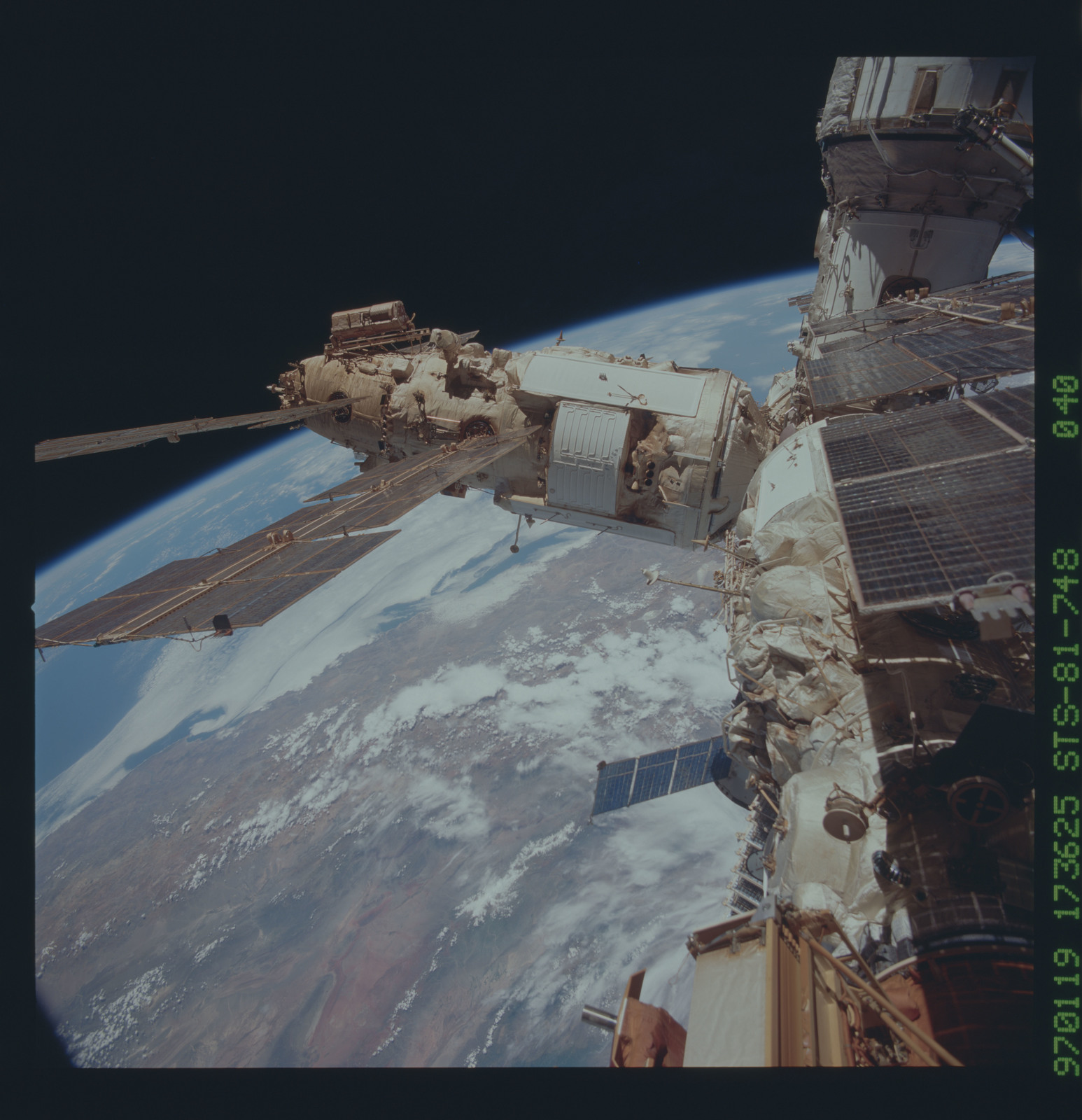 STS081-748-040 - STS-081 - Exterior views of the Mir space station taken after rendezvous