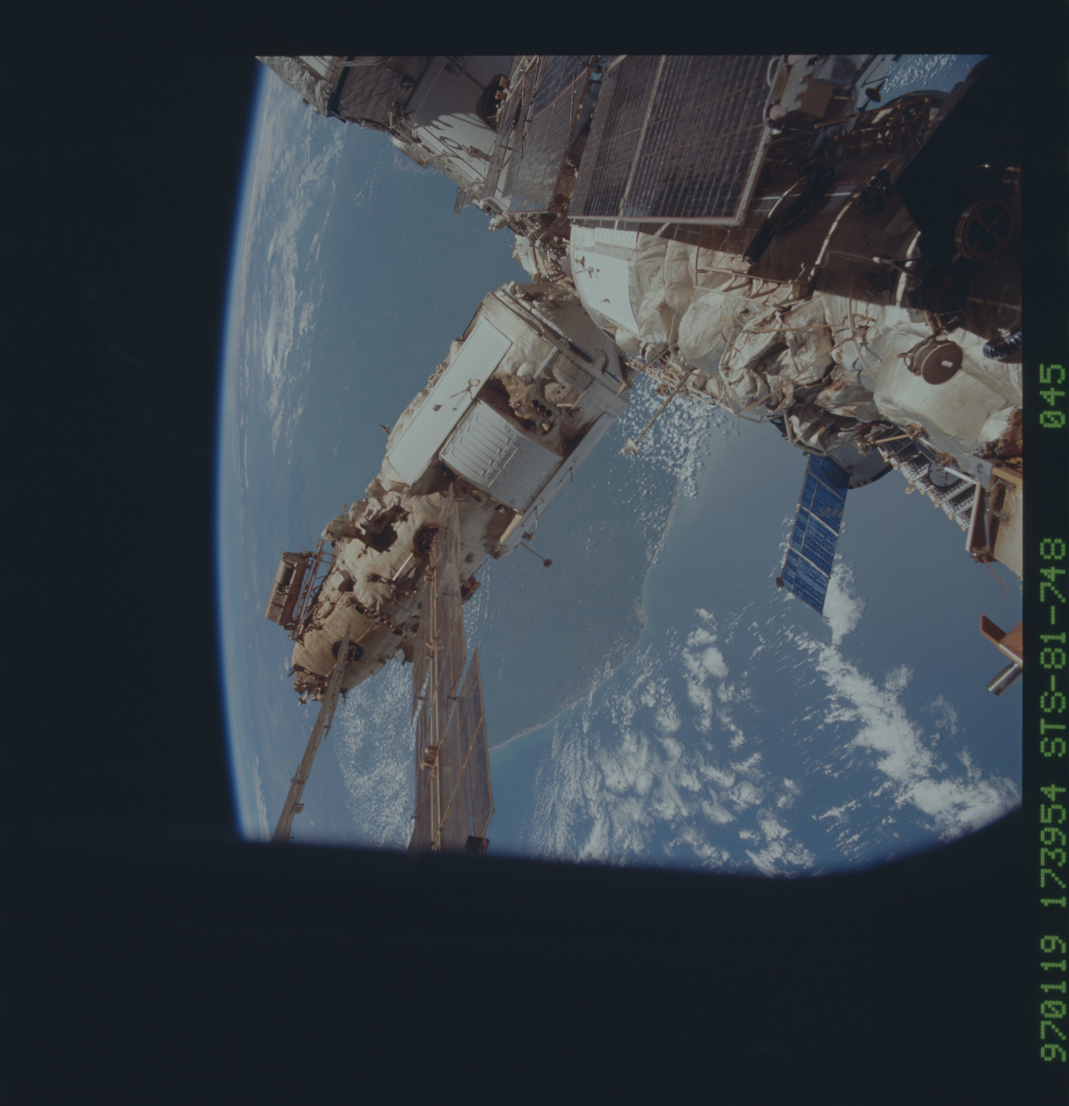 STS081-748-045 - STS-081 - Exterior views of the Mir space station taken after rendezvous