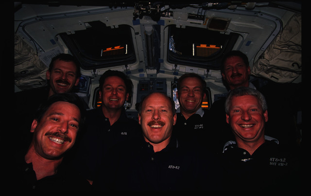 STS082-315-023 - STS-082 - Crew portrait in the orbiter flight deck