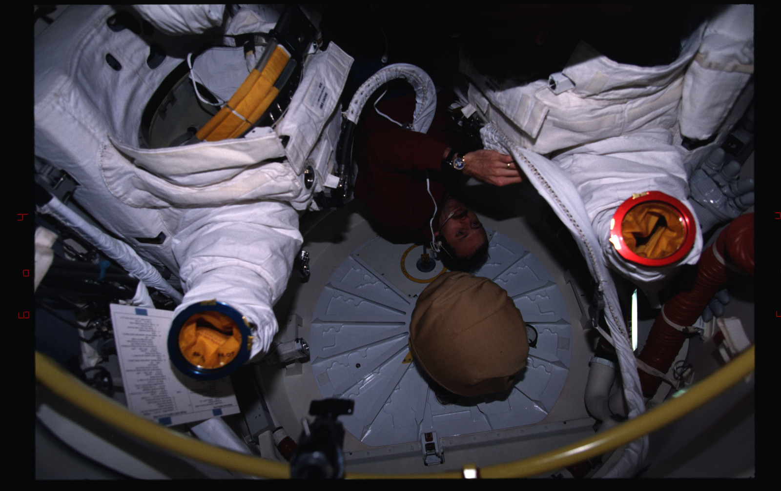 STS082-333-014 - STS-082 - Crewmember activities in the shuttle middeck and flight deck