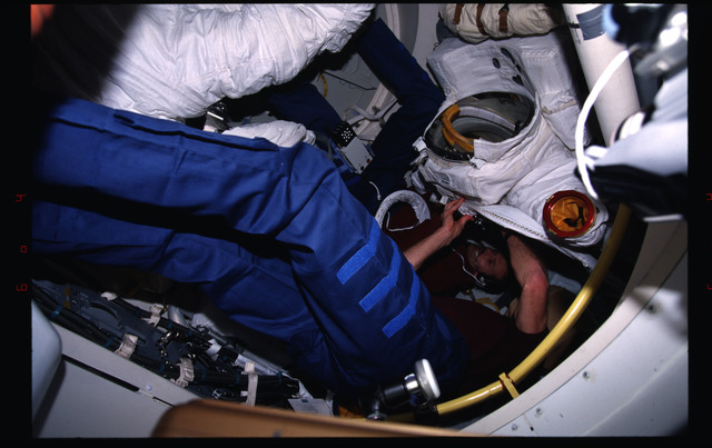 STS082-333-015 - STS-082 - Crewmember activities in the shuttle middeck and flight deck
