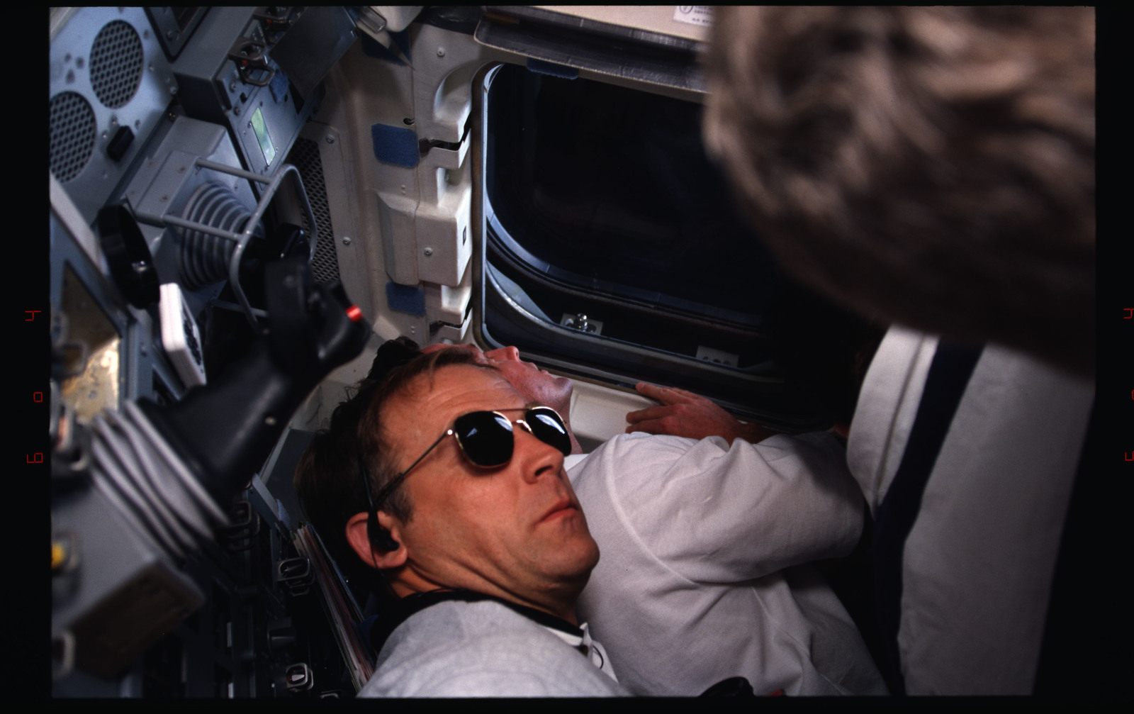 STS082-333-025 - STS-082 - Crewmember activities in the shuttle middeck and flight deck