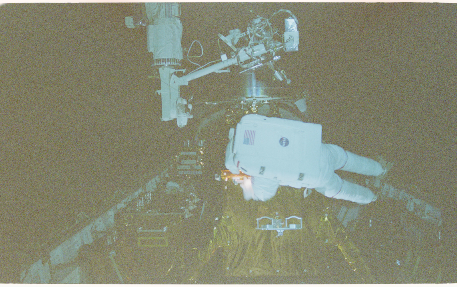 STS082-363-011 - STS-082 - EVA 5 on Flight Day 7 to service the Hubble Space Telescope