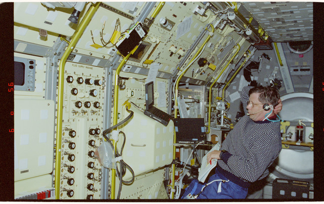 STS083-305-026 - STS-083 - PS Crouch in Spacelab module