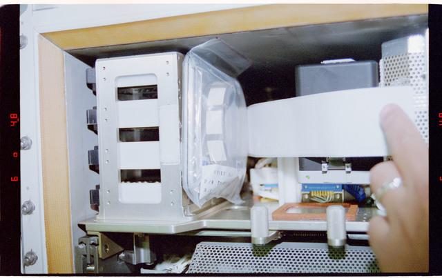 STS084-311-014 - STS-084 - RME 1312 - RRMD, spore bag in Biorack incubator