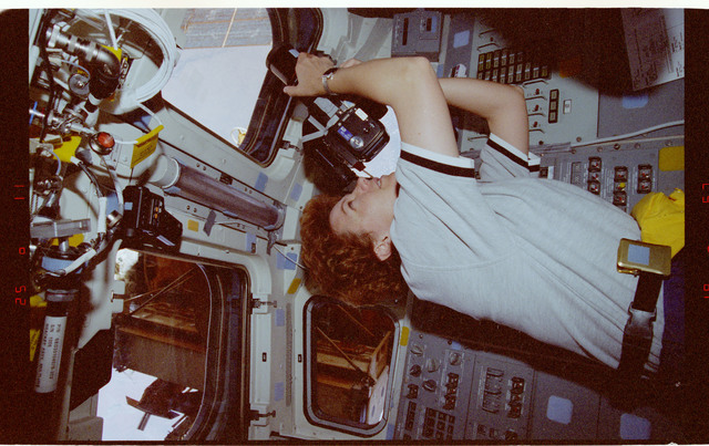 STS084-370-029 - STS-084 - Lu and Clervoy with personal FDF in Spacehab