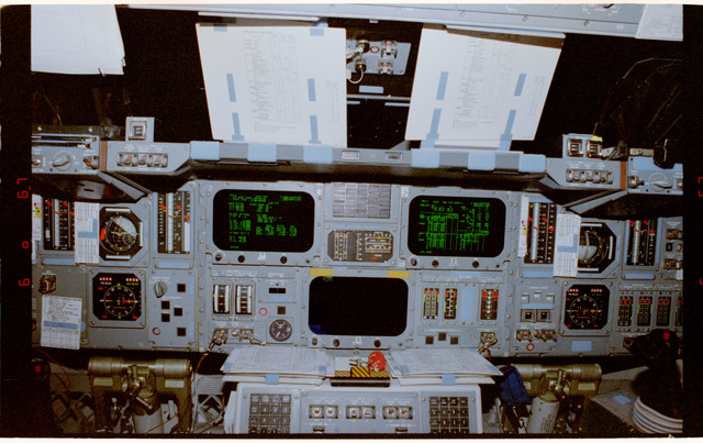 STS084-387-026 - STS-084 - View of the forward flight deck center console