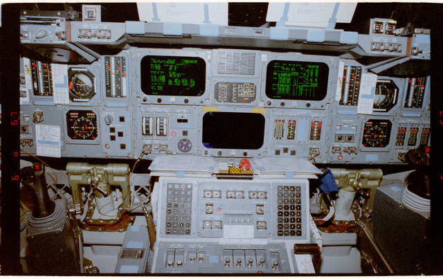 STS084-387-027 - STS-084 - View of the forward flight deck center console