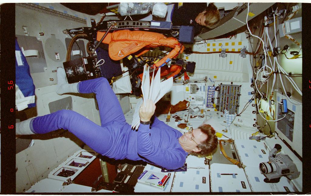 STS085-318-002 - STS-085 - Crew activity during de-orbit preparations