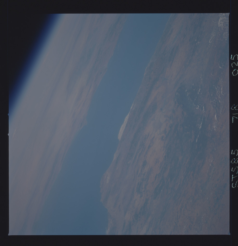 STS085-718-025 - STS-085 - Earth observations taken from orbiter Discovery during STS-85 mission