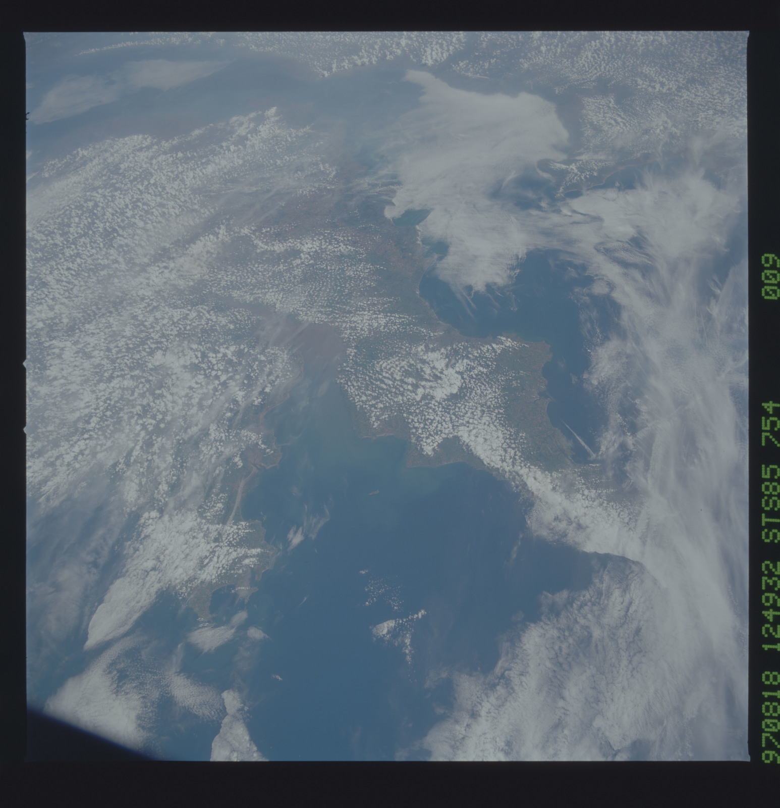STS085-754-009 - STS-085 - Earth observations taken from orbiter Discovery during STS-85 mission