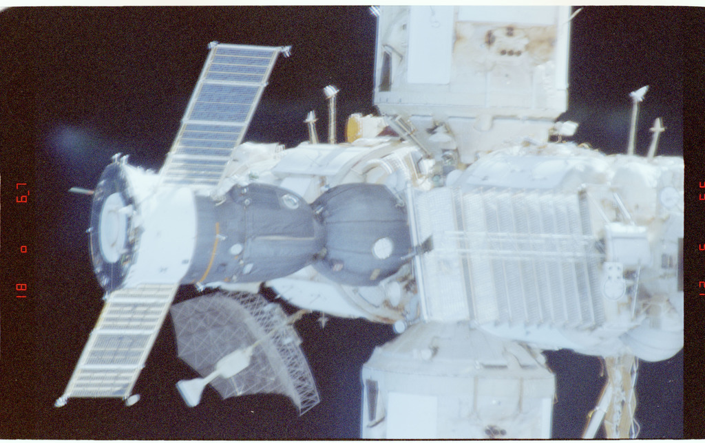STS086-394-018 - STS-086 - Survey views of the Mir space station