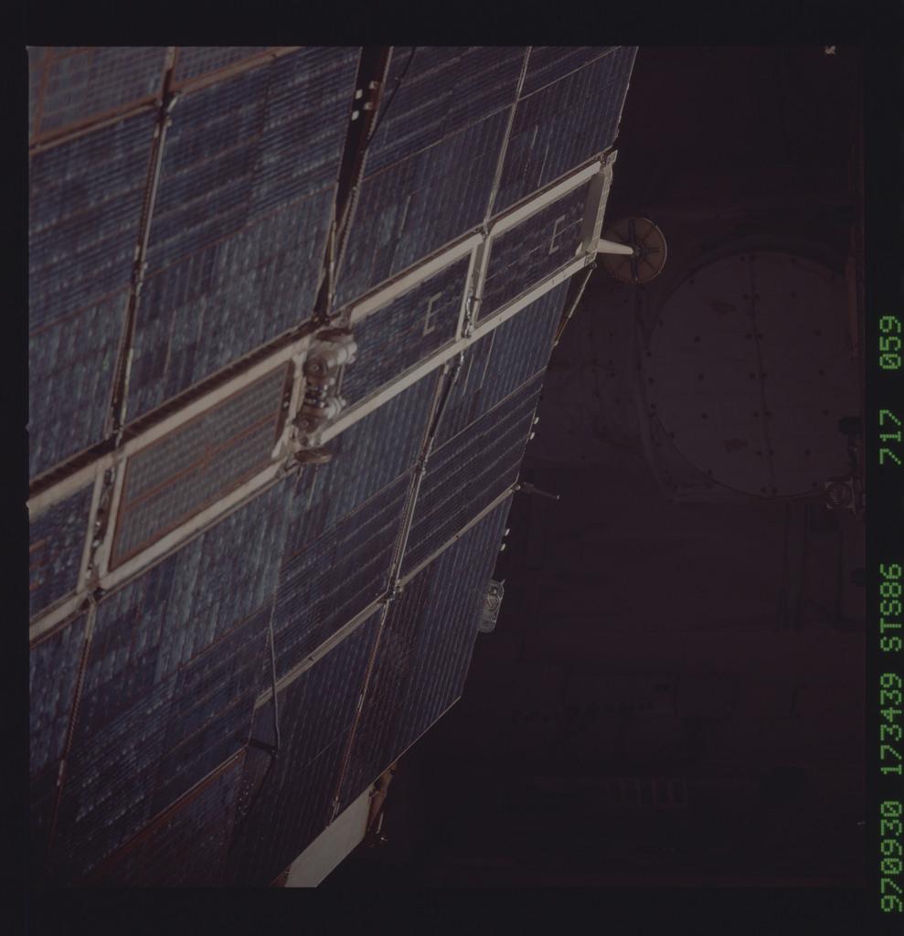 STS086-717-059 - STS-086 - Survey of Spektr solar arrays and radiator