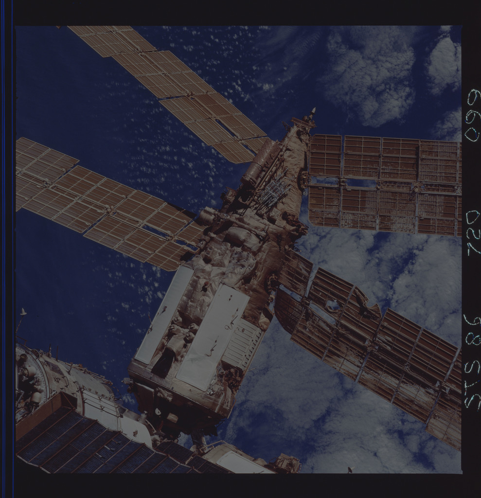Sts086 720 099 Sts 086 Survey Views Of The Mir Space Station