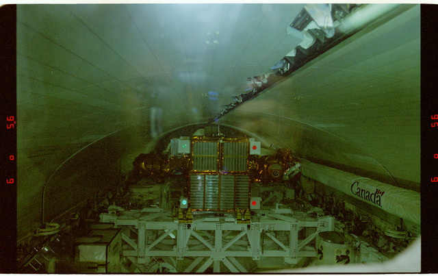 STS087-318-025 - STS-087 - Closing payload bay doors in preparation for deorbit