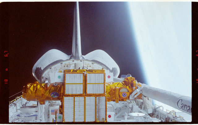 STS087-357-014 - STS-087 - Documentary photos of Spartan satellite in payload bay prior to deployment
