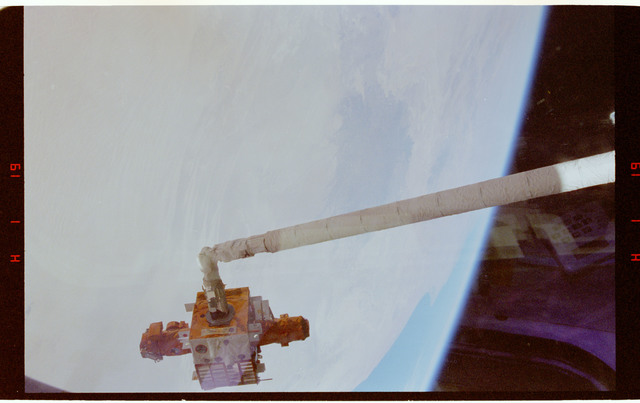 STS087-358-018 - STS-087 - Spartan satellite grappled to the RMS arm