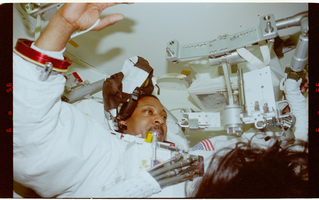STS087-368-024 - STS-087 - Scott and Doi conduct EMU suit up activities in preparation for second EVA