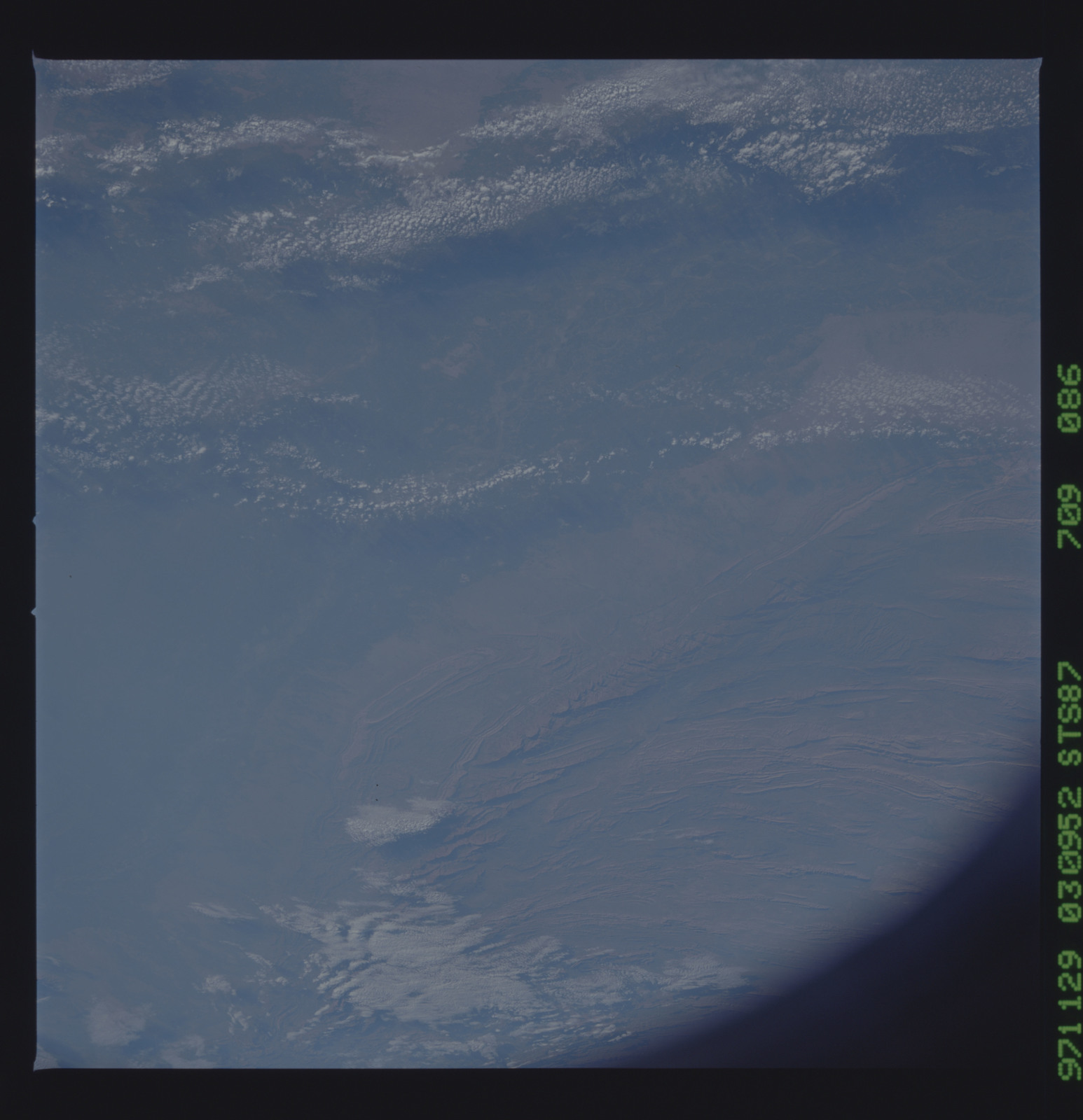 STS087-709-086 - STS-087 - Earth observations taken from shuttle orbiter Columbia during STS-87 mission