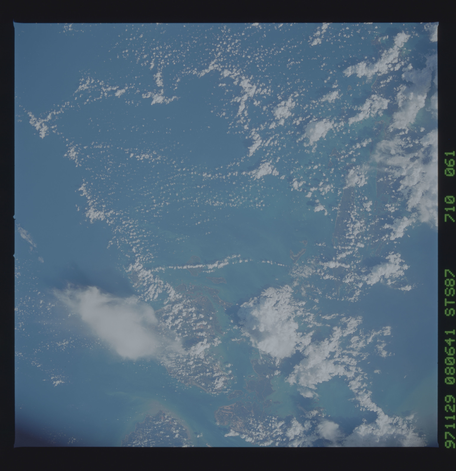 STS087-710-061 - STS-087 - Earth observations taken from shuttle orbiter Columbia during STS-87 mission