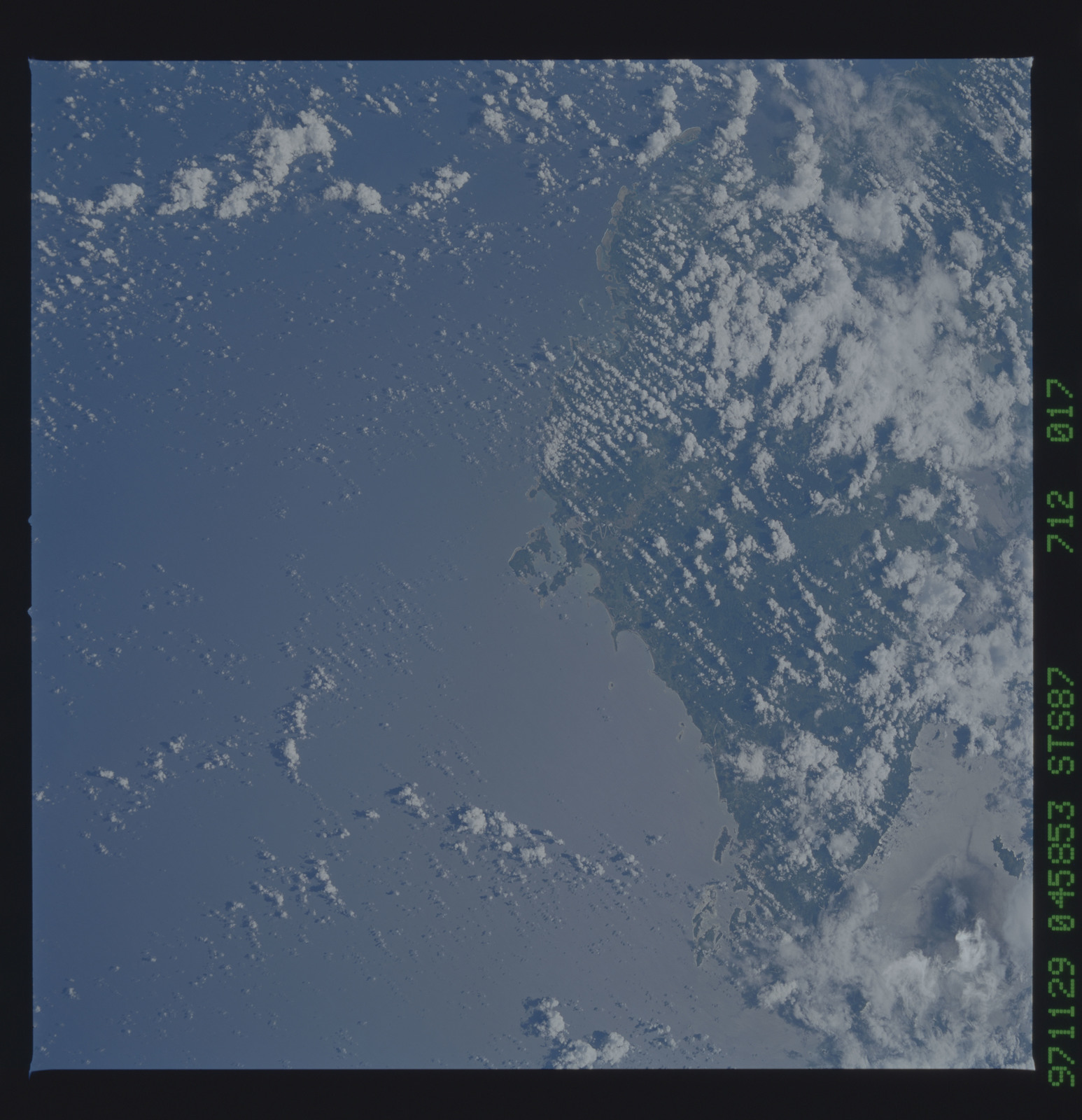 STS087-712-017 - STS-087 - Earth observations taken from shuttle orbiter Columbia during STS-87 mission