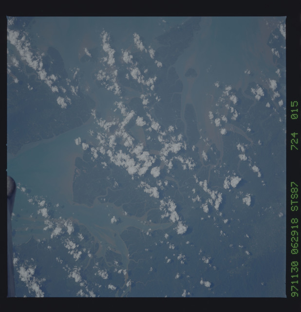 STS087-724-015 - STS-087 - Earth observations taken from shuttle orbiter Columbia during STS-87 mission