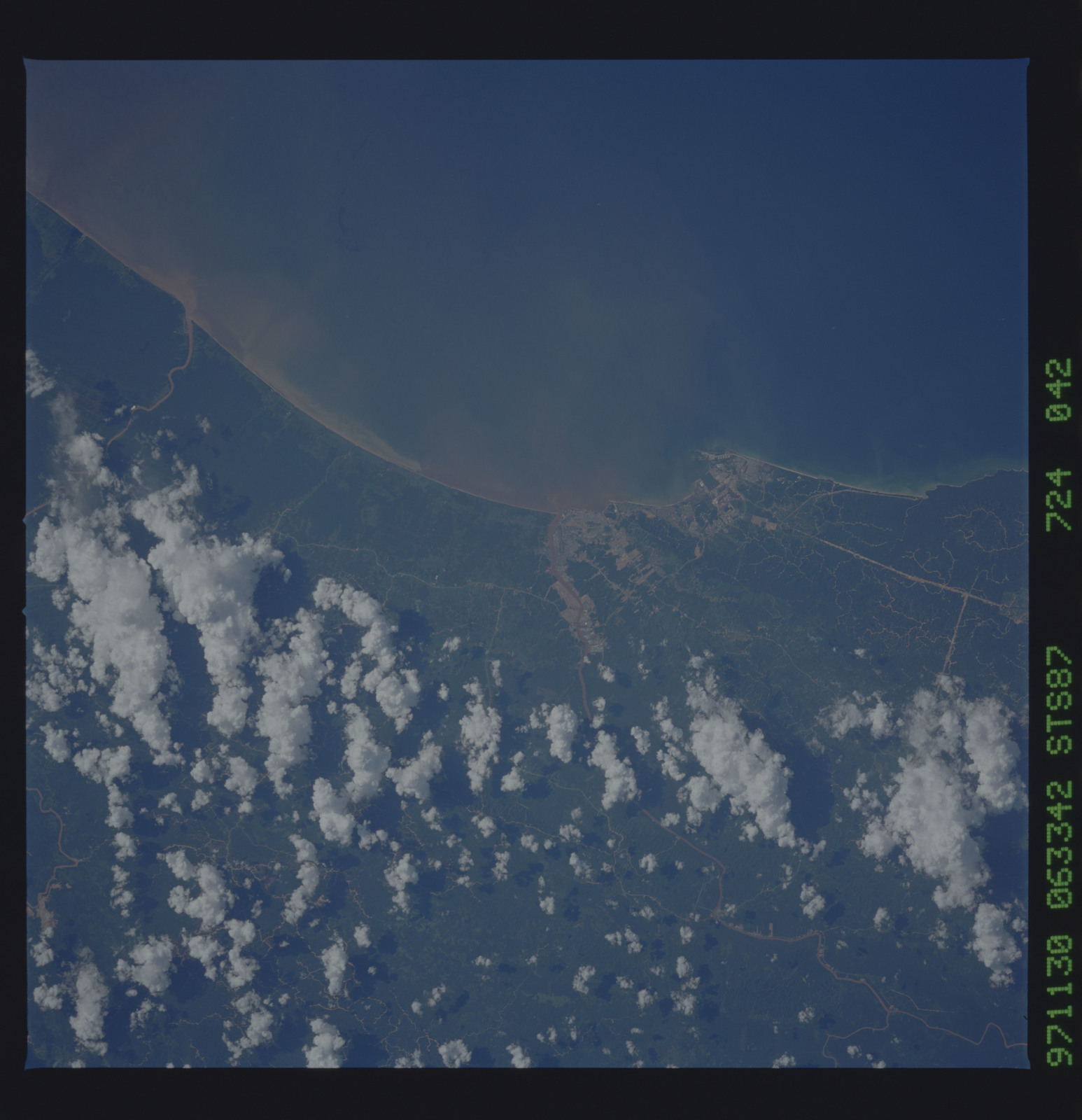 STS087-724-042 - STS-087 - Earth observations taken from shuttle orbiter Columbia during STS-87 mission