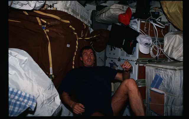 STS088-307-032 - STS-088 - Krikalev exercises on the ergometer while on the Endeavour's middeck