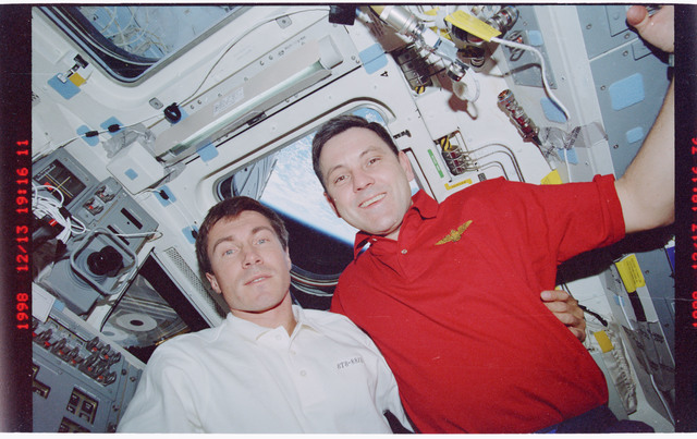 STS088-329-031 - STS-088 - STS-88 crewmembers pose for photos on the aft flight deck