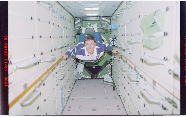 STS088-331-024 - STS-088 - Krikalev in the FGB/Zarya module