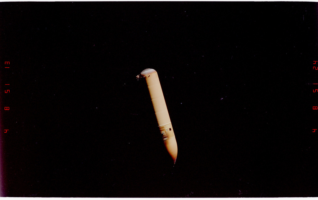 STS088-333-001 - STS-088 - View of the external tank after separation