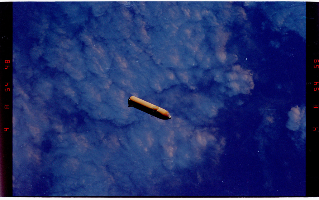 STS088-333-018 - STS-088 - View of the external tank after separation