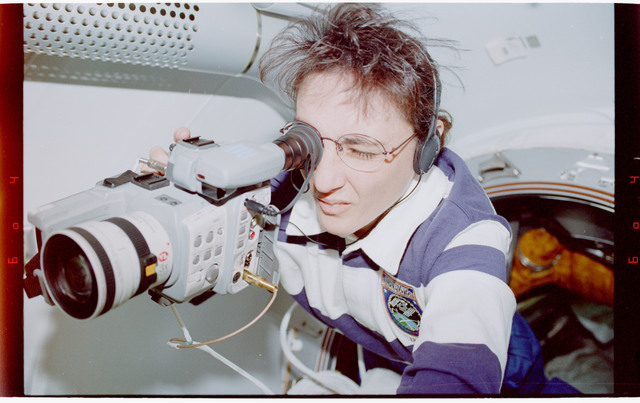 STS088-334-004 - STS-088 - View of the STS-88 crew in the Node 1/Unity module