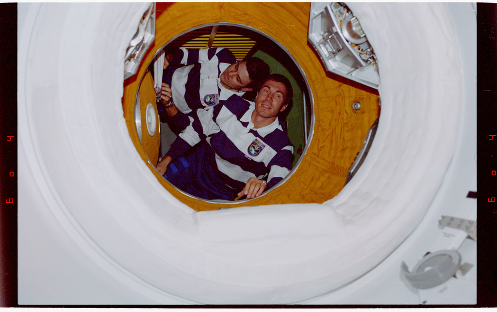 STS088-334-017 - STS-088 - View of the STS-88 crew in the FGB module