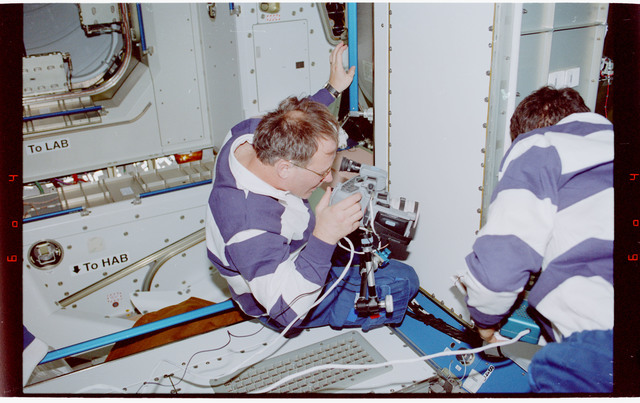 STS088-334-031 - STS-088 - Newman and Ross work on the Early Communications System in Node 1
