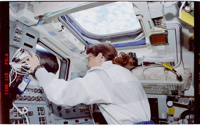 STS088-335-006 - STS-088 - View of the STS-88 crew on the flight deck during Node 1 grapple