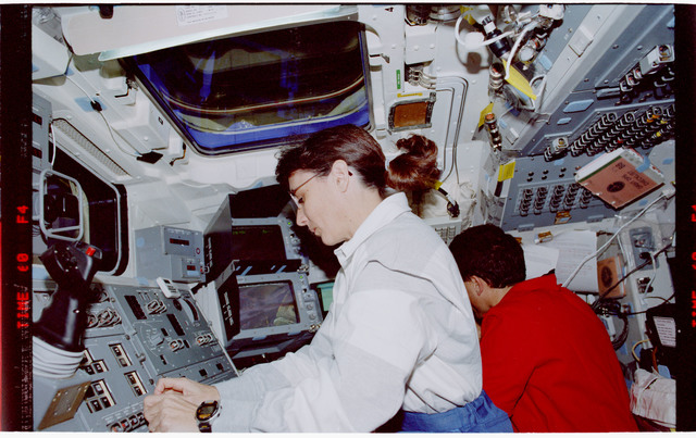 STS088-335-009 - STS-088 - View of the STS-88 crew on the flight deck during Node 1 grapple