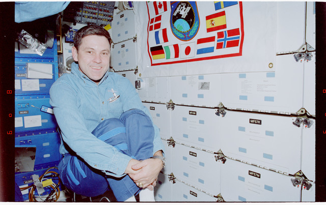 STS088-338-030 - STS-088 - View of STS-88 crewmembers on middeck