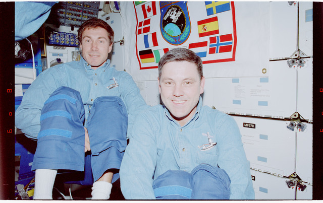 STS088-338-031 - STS-088 - View of STS-88 crewmembers on middeck