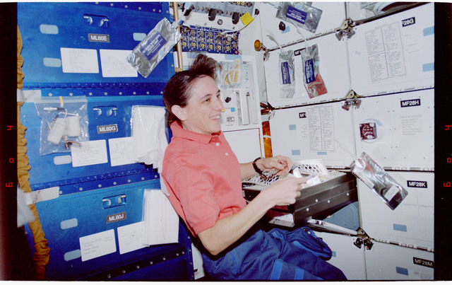 STS088-346-009 - STS-088 - View of the STS-88 crew on the Endeavours middeck