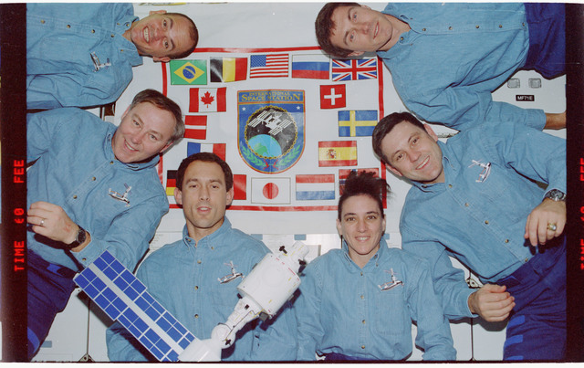 STS088-350-015 - STS-088 - STS-88 in-flight crew portrait