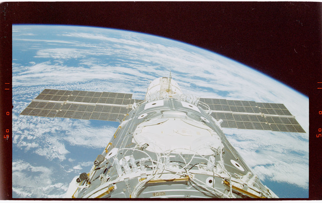 STS088-363-022 - STS-088 - View of the ISS stack in the Endeavour's payload bay