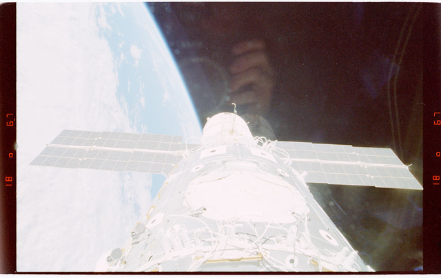 STS088-363-026 - STS-088 - View of the ISS stack in the Endeavour's payload bay
