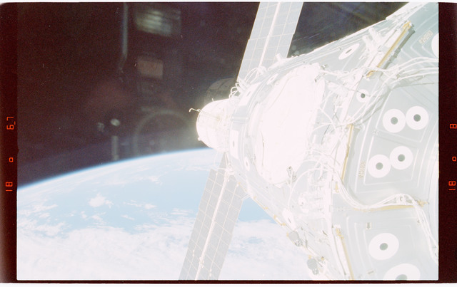 STS088-363-027 - STS-088 - View of the ISS stack in the Endeavour's payload bay