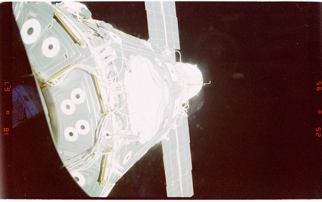 STS088-363-029 - STS-088 - View of the ISS stack in the Endeavour's payload bay