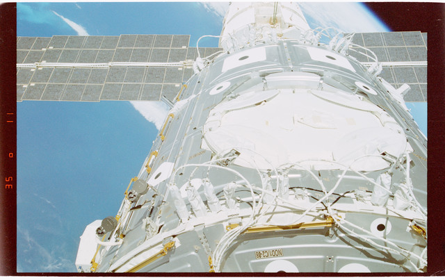 STS088-364-037 - STS-088 - View documenting items on the ISS stack