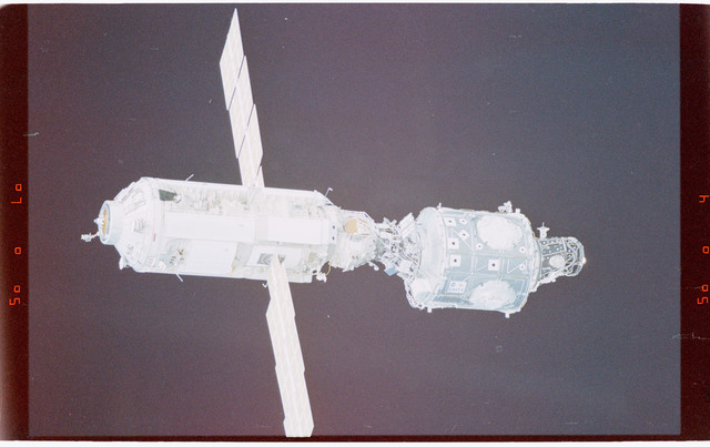 STS088-365-001 - STS-088 - View of the free-flying ISS taken during the fly-around by STS-88