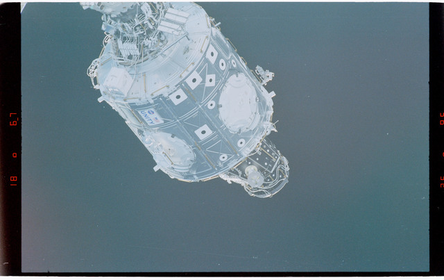 STS088-369-012 - STS-088 - View of the free-flying ISS stack taken during fly-around by STS-99