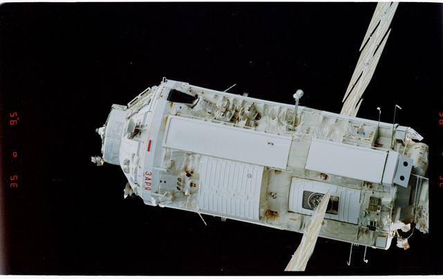STS088-369-021 - STS-088 - View of the free-flying ISS stack taken during fly-around by STS-108